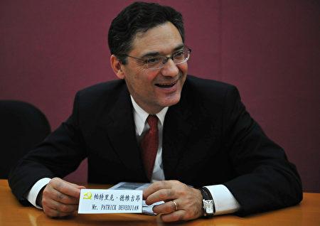 2008年10月17日,帕特里克‧德維吉昂(Patrick Devedjian)在北京與習近平會晤期間的會議上。(FREDERIC J. BROWN/AFP via Getty Images)