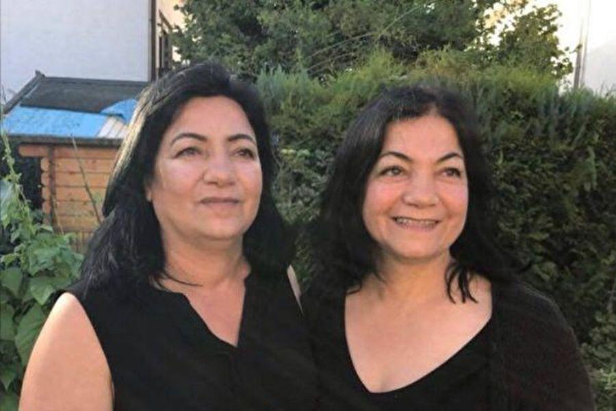 現定居法國的土耳其女子馬克佈雷・塞維姆(Makbule Sevim)(右)和她的姐姐塞米爾・塞維姆(Cemile Sevim)。(Makbule Sevim提供)