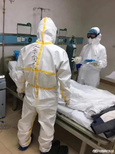 湖北黃石市中心醫院醫生余向東在抗疫一線。(網絡圖片)