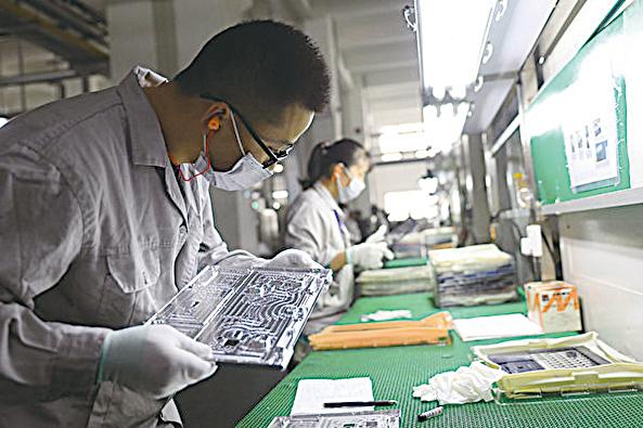 中共肺炎(俗稱武漢肺炎)在中國爆發,不僅衝擊中國經濟,也推動了供應鏈轉移出中國。歐盟的中國商會會長認為,經濟全球化時代已經結束。(STR/AFP)