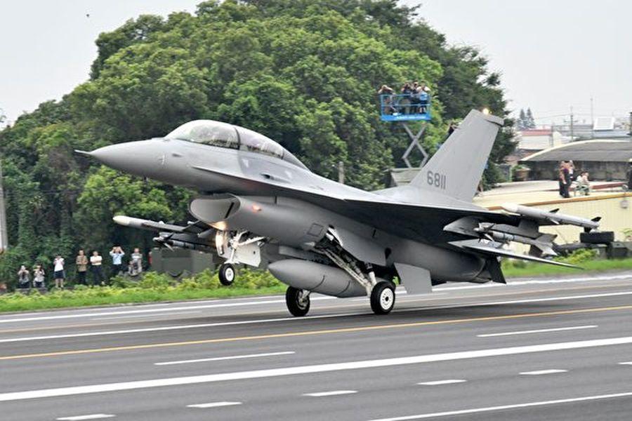 專家表示,沒有穩贏的戰爭,而中共卻輸不起一場戰爭,若攻台失敗,中共可能反而會導致政權崩潰。圖為台灣F-16戰機。(Getty Image)