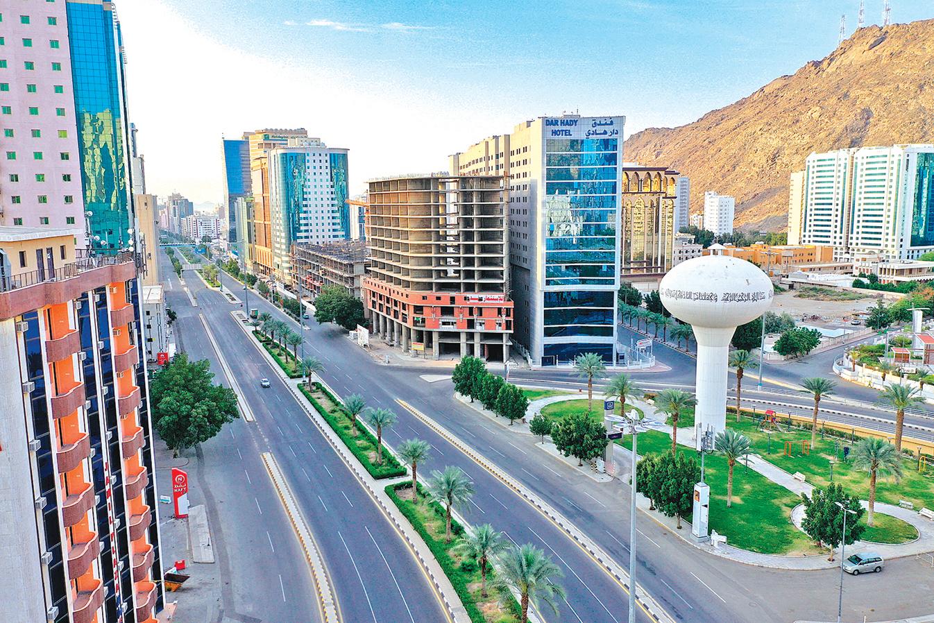 中共病毒疫情持續在中東國家蔓延,至4月20日沙特確診11,600多例,死亡109人;部份地區發布禁足令。圖為在4月8日沙特聖城麥加的一條寂靜的大道。 (Getty Images)