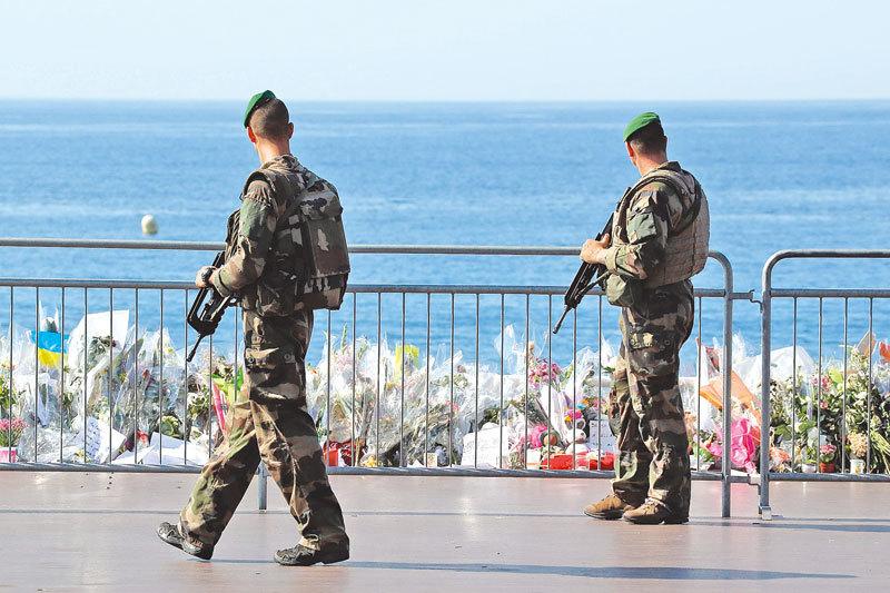 恐襲案不斷發生,突顯通過情報和控制反恐的侷限性。專家認為,需要從社會和道德層面應對威脅。(AFP/Getty Images)