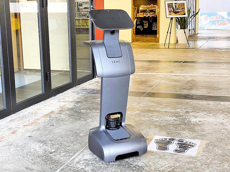 機械人進駐DSE考場  協助防疫兼打氣