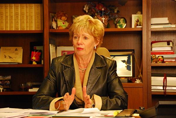 加拿大國會議員、國會法輪功之友成員朱迪・斯格羅(Judy Sgro)說,「我讚揚法輪功學員堅定不移地致力於維護普世價值『真、善、忍。』」(任僑生/大紀元)