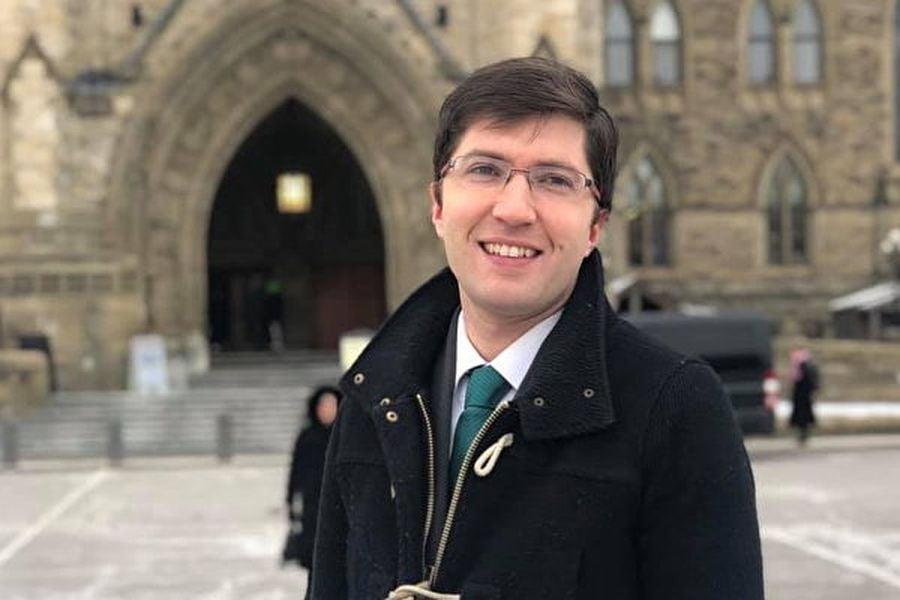 吉尼斯(Garnett Genuis)是加拿大影子內閣的中加關係部長與多元文化部長,是亞伯塔省(Alberta)國會議員。2017年4月10日,吉尼斯在國會提出打擊活摘器官的個人法案C-350。(大紀元圖庫)