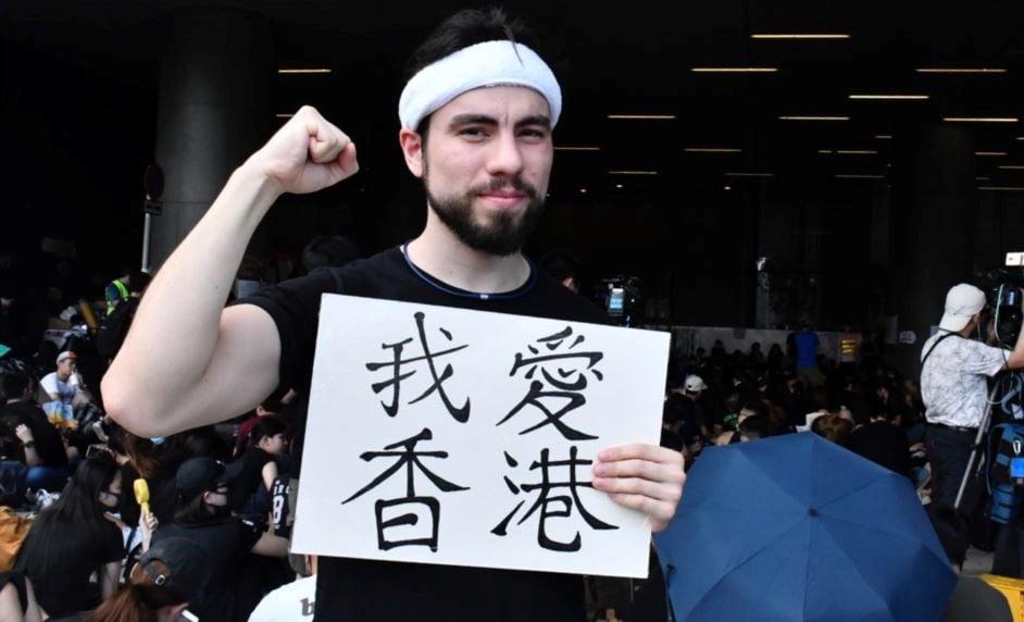 """參與香港""""反送中""""運動的外籍人士 (圖片來源:Voacantonese)"""