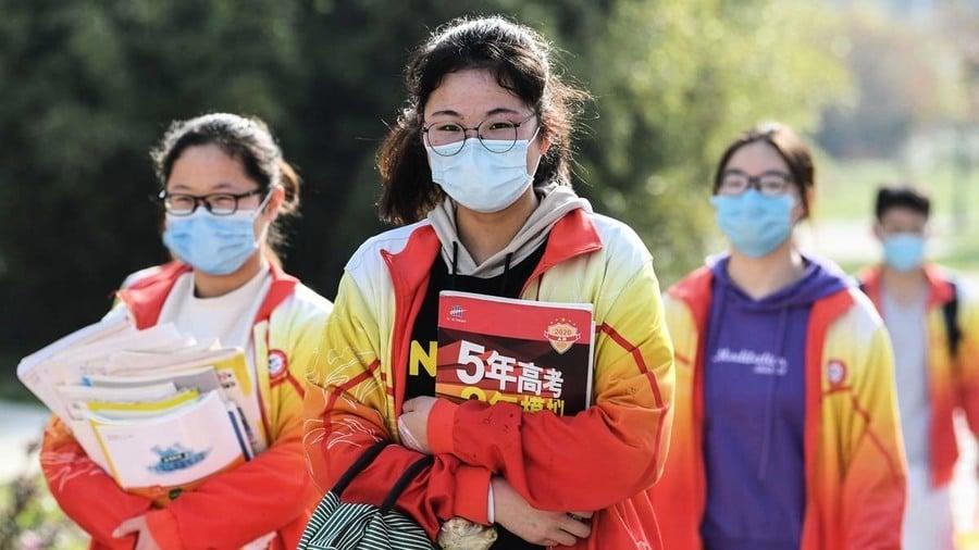 傳河南一學校「團滅」感染 當地死者家屬上街遊行