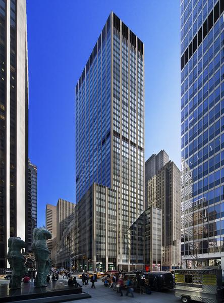 紐約曼哈頓美洲大道1290號大廈,30%為特朗普所有 (圖片來源:網絡圖片)