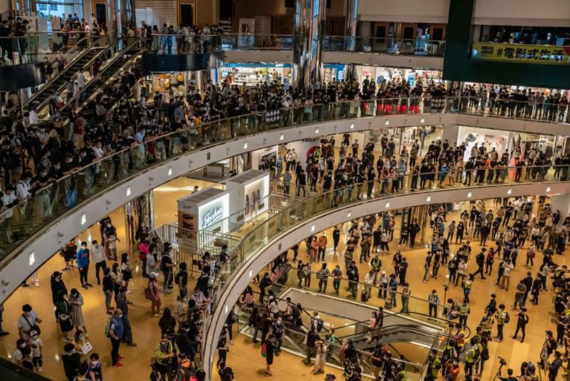4月26日,港人在太古中心商場舉行抗議活動,反對23條惡法。(Anthony Kwan/Getty Images)