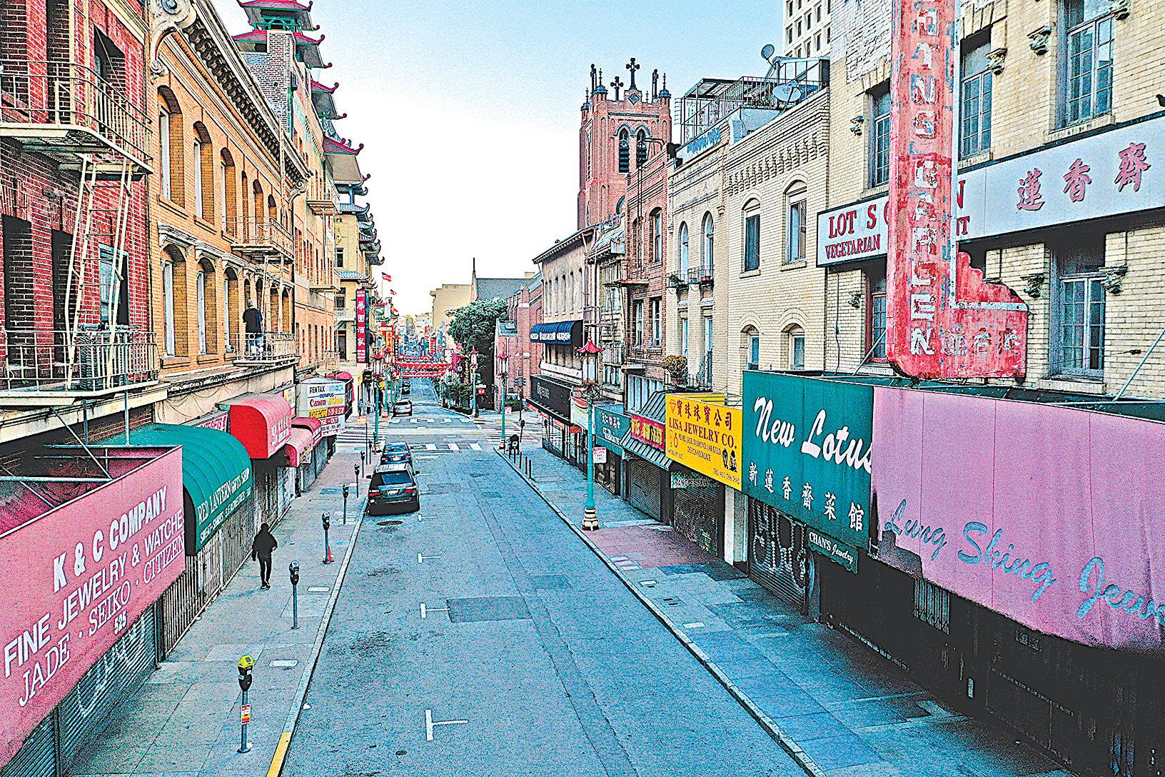 疫情中,華人在海外應該怎樣反觀自己、成為社會正的力量呢?其實非常簡單。圖為中共病毒肆虐之際、4月初空空如也的三藩市中國城。(Justin Sullivan/Getty Images)
