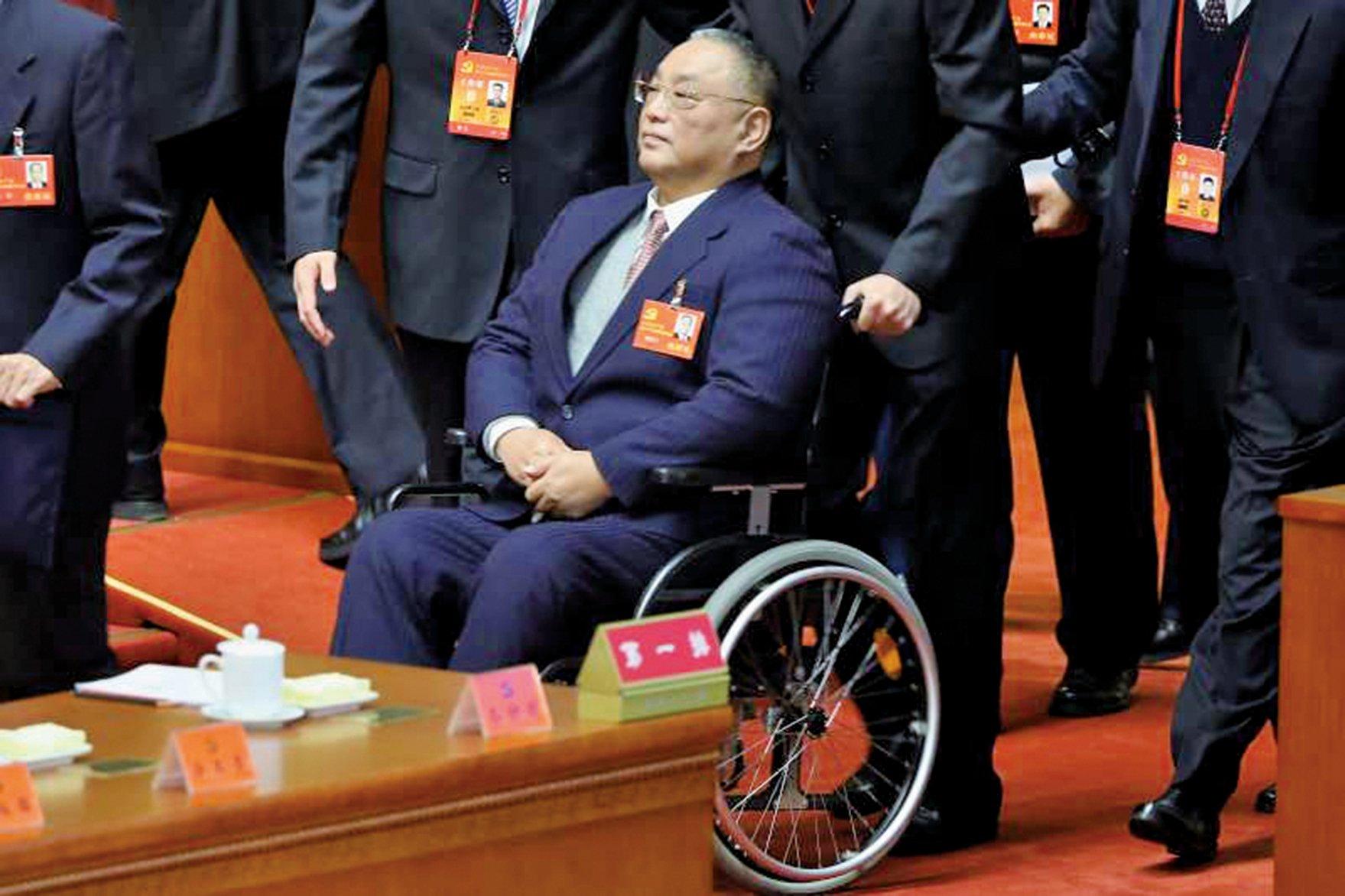 鄧小平的長子鄧樸方在文革中跳樓自殺導致終身癱瘓。(Getty Images)