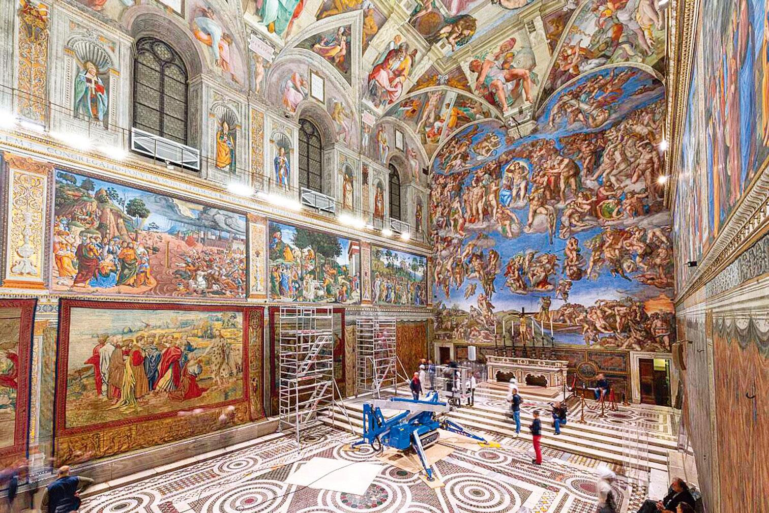 教宗利奧十世委任拉斐爾為西斯廷禮拜堂的下半牆面設計壁毯,以此豐富廳內的《聖經》故事圖畫。當時,許多優秀藝術家皆投入其中,其中也包含了米開朗基羅。