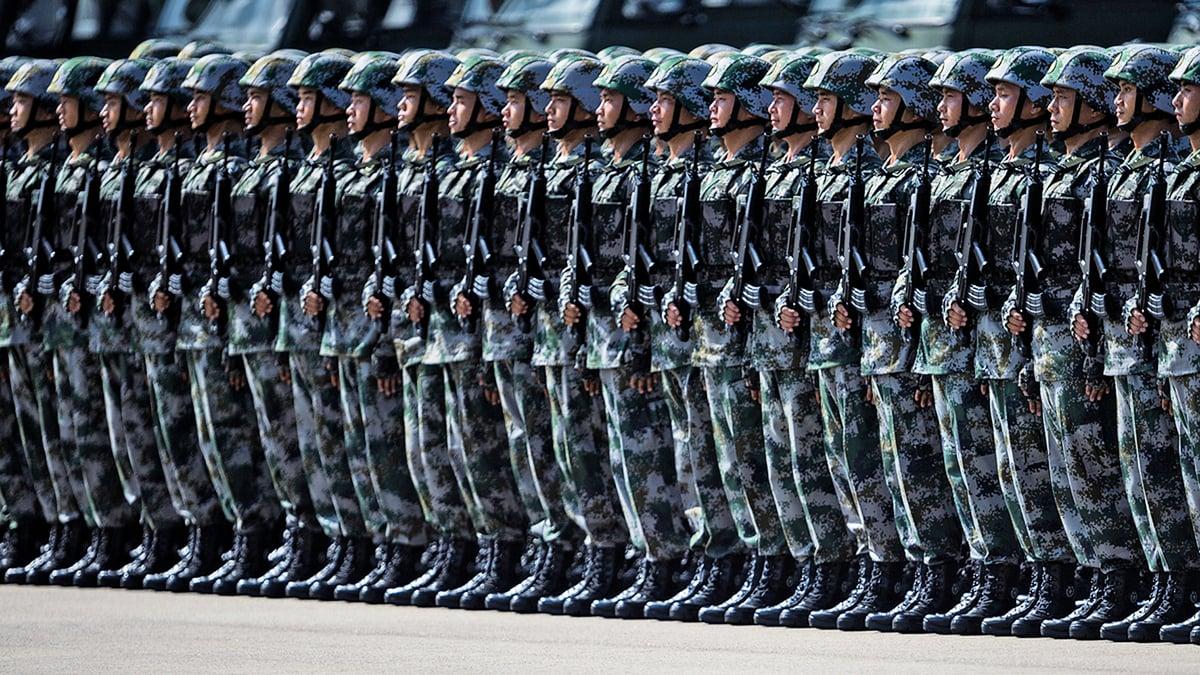 圖為2019年8月31日,中共派出大批武警進駐深圳。(Getty Images)