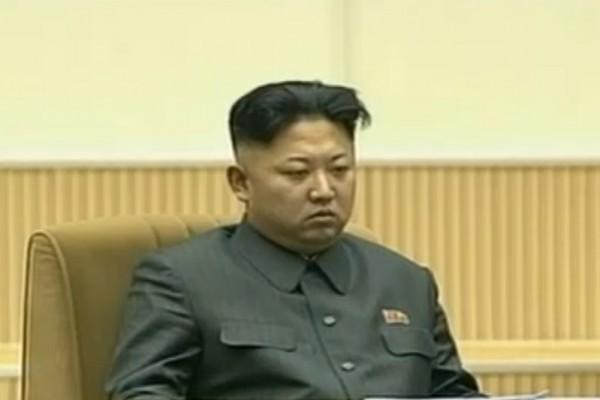 北韓獨裁者金正恩病危消息傳出多日,其本人仍未露面。最新消息指,金正恩患腦出血,手術後雖已脫離危險,但仍處重症狀態。(AFP PHOTO/KCNA VIA KNS)