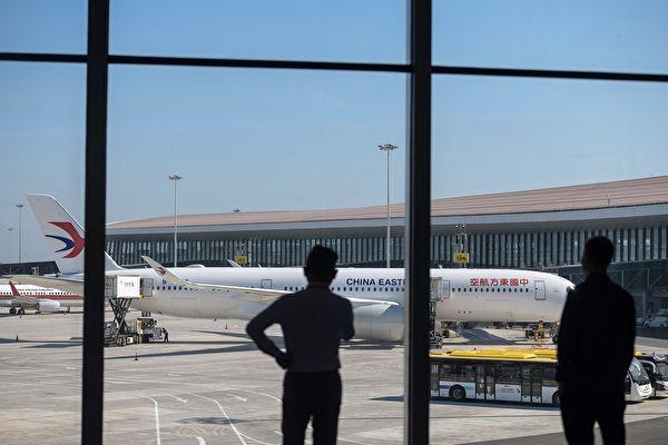 大陸六大上市航空公司2020年一季度超200億人民幣。圖為:大陸某機場候機樓一景。(STR/AFP via Getty Images)