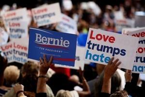 電郵門陰影籠罩 民主黨大會在抗議聲中開幕