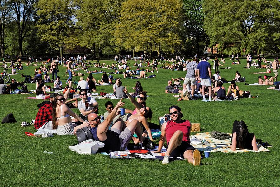 【全球疫情重點看】美國人開始外出享受春光