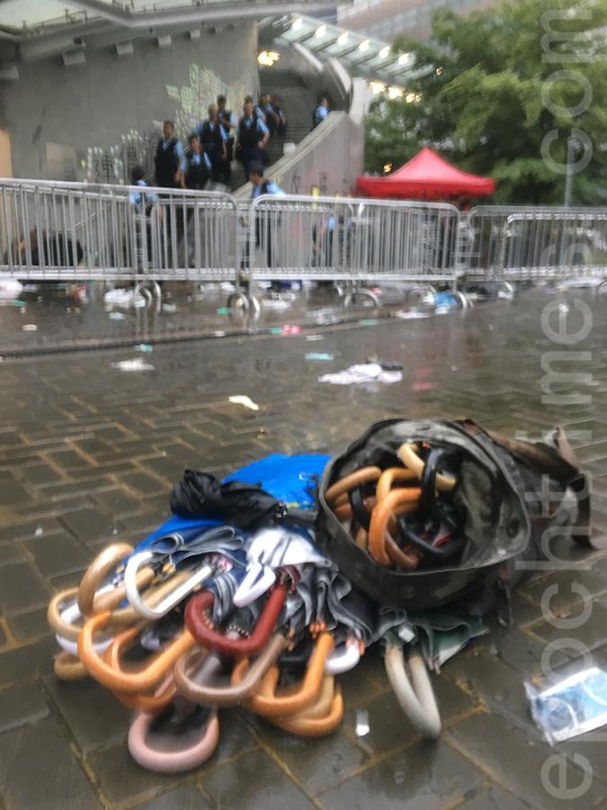 2019年6月13日Kevin在金鐘夏慤道拾獲的雨傘。(受訪者提供)