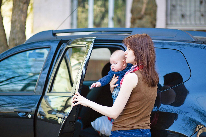 使用車子時往往進出頻繁,車內、外的清潔在疫情爆發時更重要。(Fotolia)