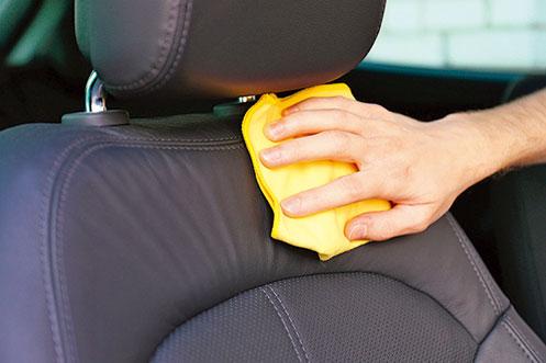 經常清潔車子的內裝,確保車內乾淨衛生。(shutterstock)