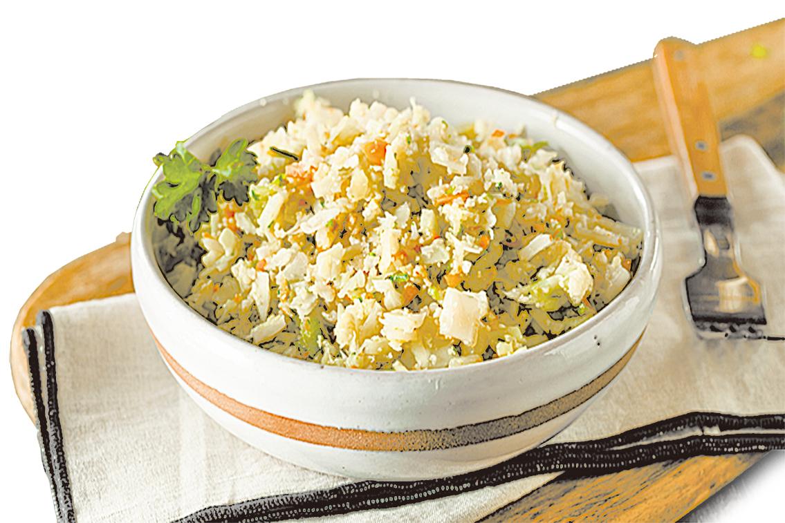 製作椰菜花炒飯的方式跟一般炒飯相同,可以用家中現成的食材變化不同的口味。