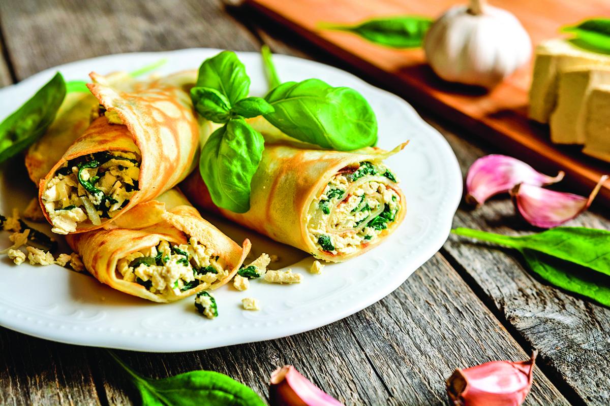 菠菜豆腐煎餅是一道適合素食者的早餐。