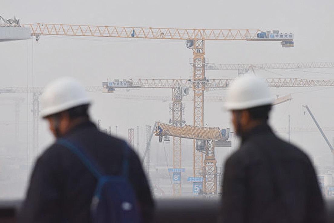 中國經濟受瘟疫衝擊,當局開始實施相關規定,要求不能拖欠農民工工資。圖為示意照。 (AFP)