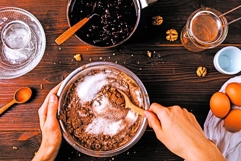 嘉芙蓮協賓的布朗尼只用1/4杯麵粉,做出來的成品味道更醇厚。