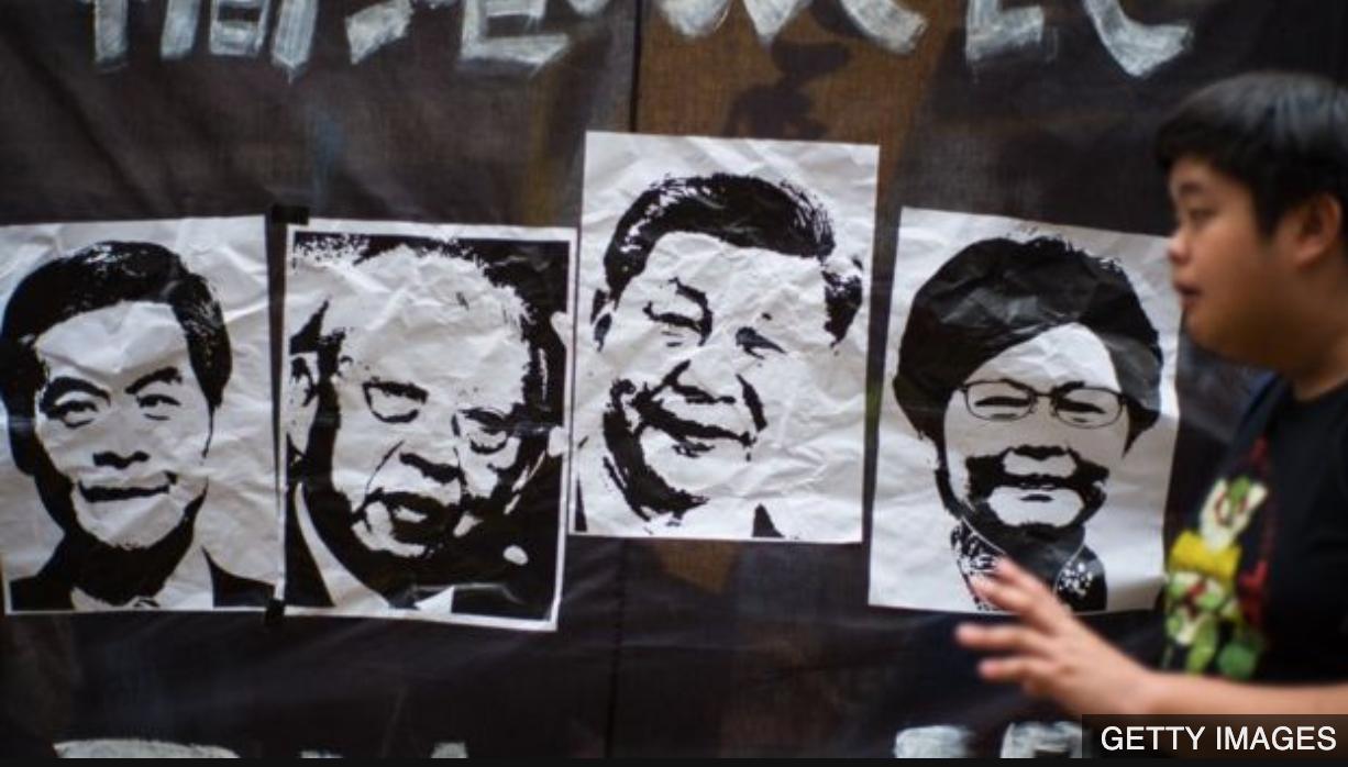 香港前特首梁振英(左1)董建華(左2)和現任特首林鄭月娥(右),包括習近平,目前均在香港民望極低。(Getty Images)