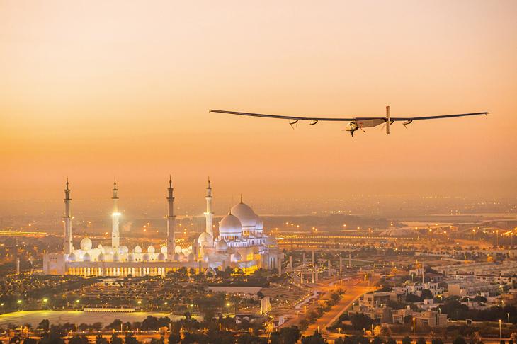 純太陽能飛機首度完成環球壯舉