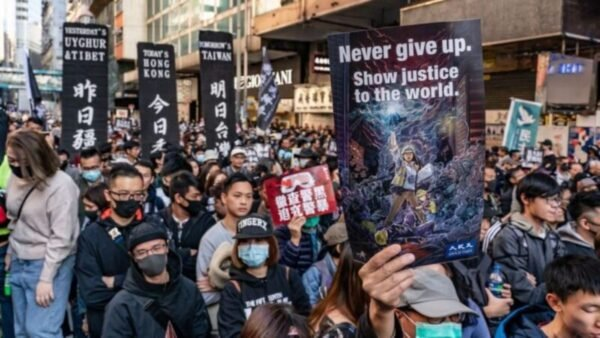 圖為香港抗議者2019年12月8日再次走上街頭參加大遊行。(ANTHONY KWAN/GETTY IMAGES)
