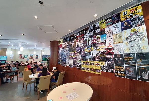香港人撐「黃店和你Shop」活動,5月3日牛頭角黃店膳心小館Agape Garden餐廳有很多人來進餐。(宋碧龍/大紀元)