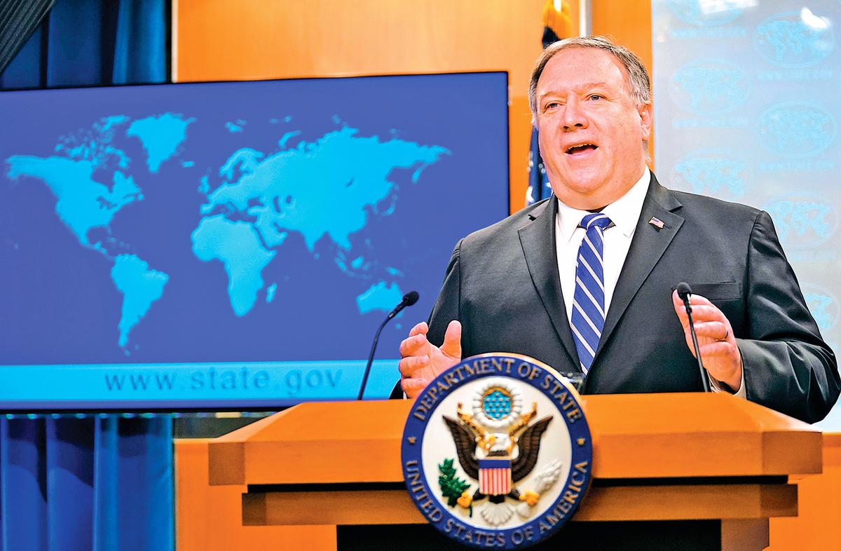 星期三,美國國務卿蓬佩奧在國務院主持新聞發佈會。(AFP)