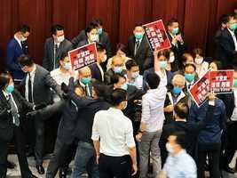 【快訊】李慧琼以主席身分主持內會 泛民批李破壞議事規則