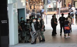 民眾發起「母親節行街」 大批防暴尖沙咀截查行人