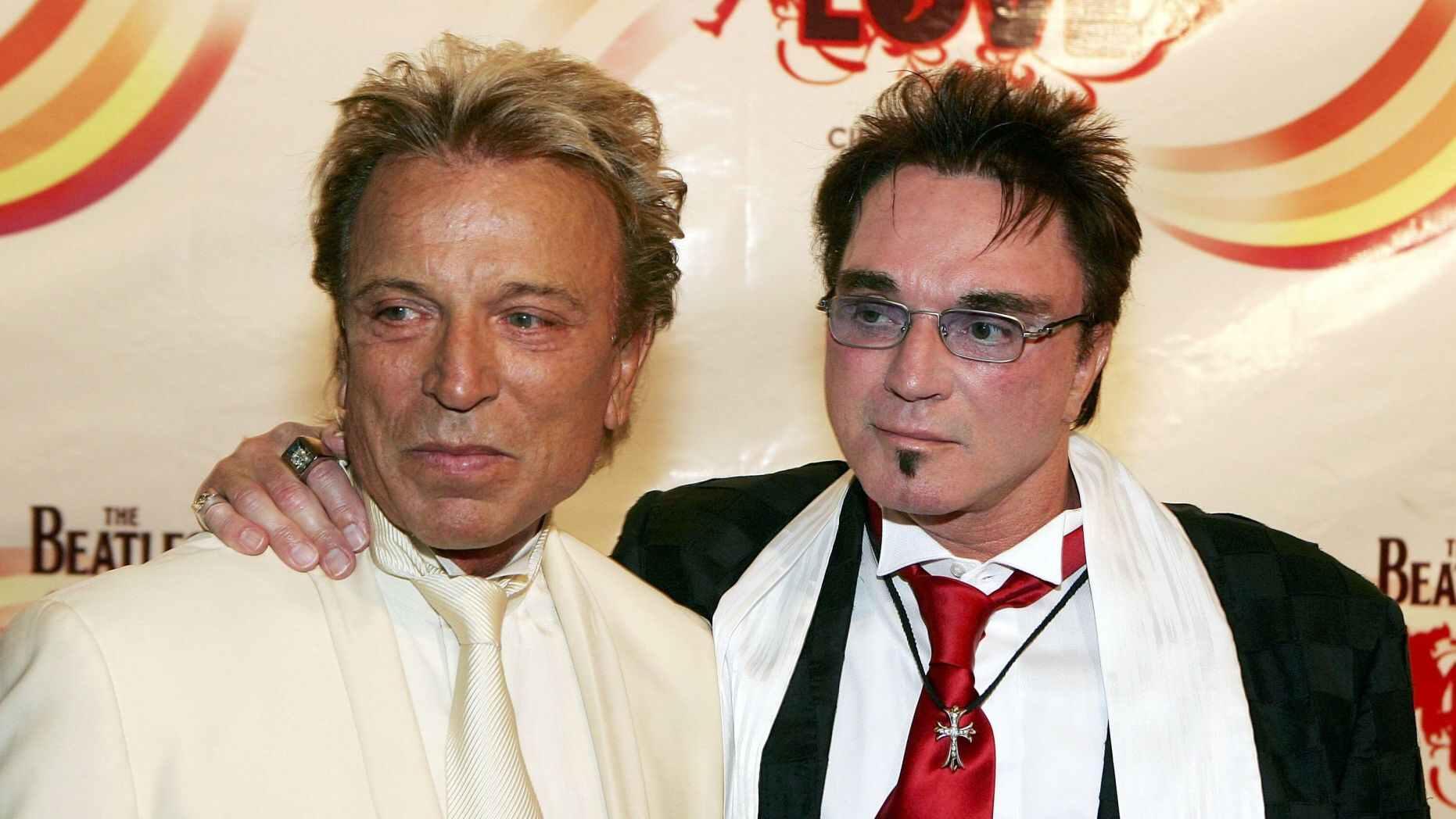 羅伊霍恩(左)與搭檔齊格弗里德費施巴赫(Siegfried Fischbacher) (網絡圖片)
