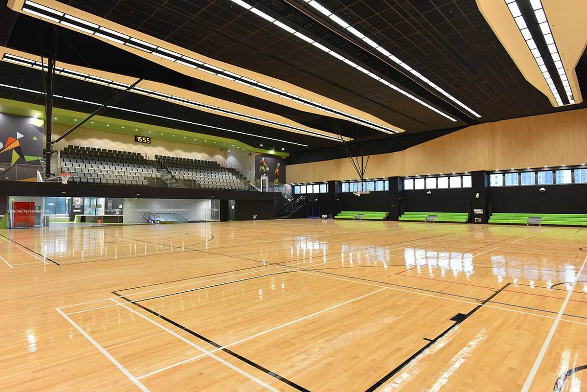 康文署部份室內場地,包括運動場、體育館等將於今日重開。場地內的更衣和淋浴設施也會開放。圖為屯門兆麟體育館。(政府新聞處)