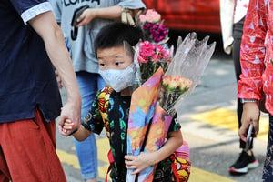 圖片新聞  疫情緩和 市民買花慶母親節