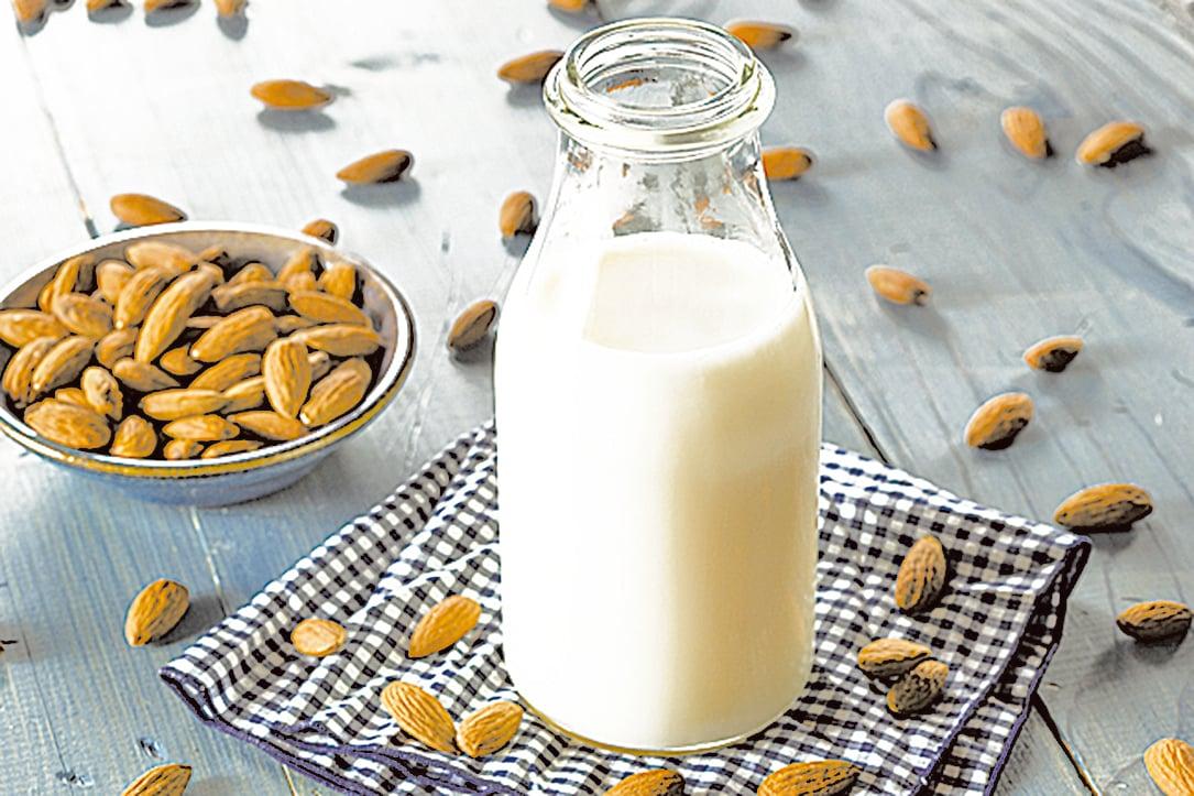 如果將杏仁奶用作自製奶昔中的牛奶替代品,要額外補充蛋白質。