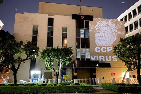 「中共病毒」大型投影驚現洛杉磯中領館外牆