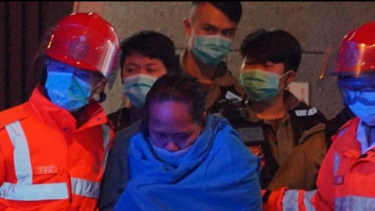 香港男防暴警還闖女廁抓人,毆致一名女記者頭部重傷送醫救治。(臉書圖片)