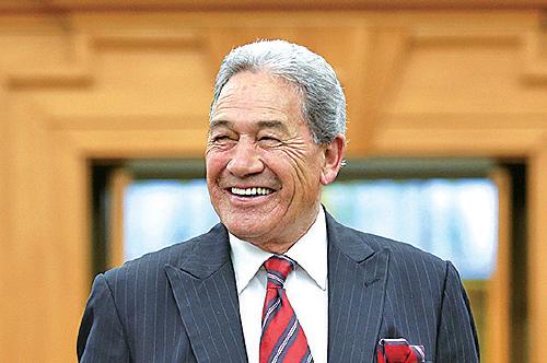 新西蘭外長彼得斯表示贊成台灣加入世衛組織。圖為彼得斯在5月5日的疫情發佈會,當天新西蘭連續第二天病例零增長。(Hagen Hopkins/Getty Images)