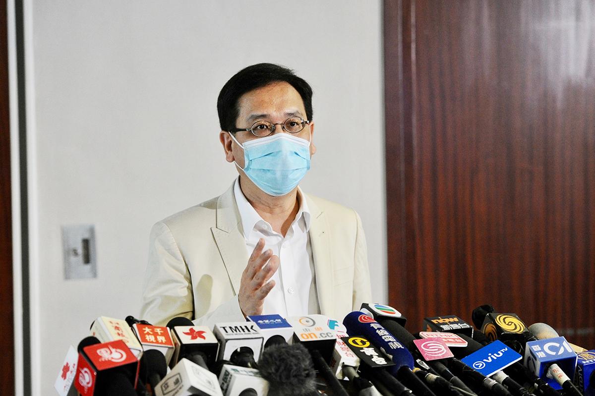 葉建源批評,林鄭月娥接受黨媒《大公報》專訪時的言論侮辱教育界,要求她收回言論,並向教師道歉。(宋碧龍/大紀元)