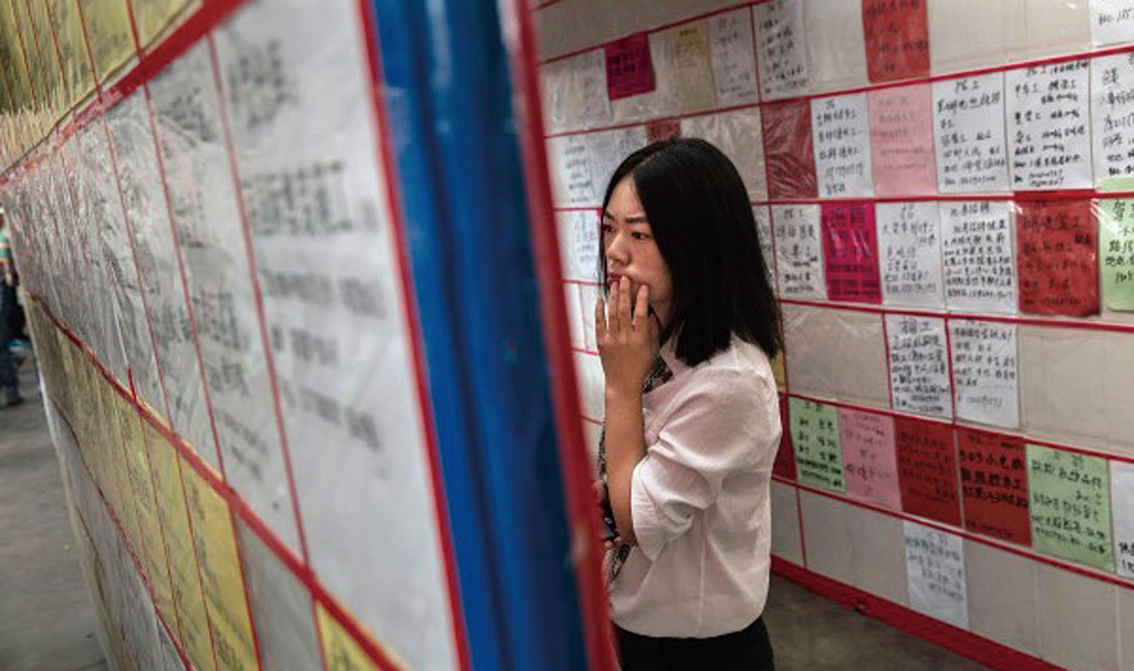 中共病毒爆發,中共封城封路,阻斷了中國的經濟命脈,人們現在匯成失業大軍,或正引發社會動盪。圖為示意圖。(Getty Images)