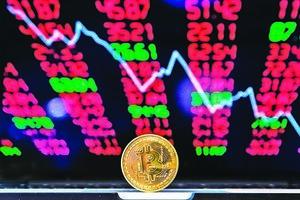 比特幣1小時暴跌15% 一天爆倉逾9億元