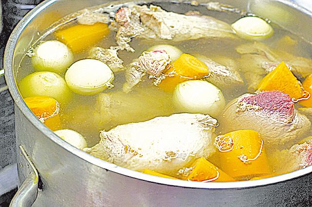 許多廚師都會建議大家,一定要製作各式各樣的高湯。