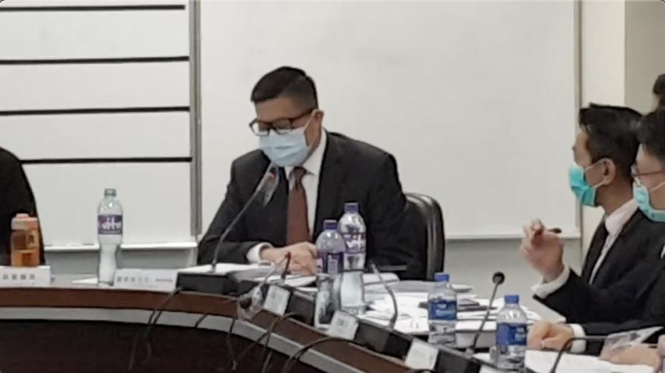 鄧炳強5月12日出席元朗區議會會議時稱,少女X涉嫌作假口供,已經潛逃正在被通輯。(大紀元資料庫)