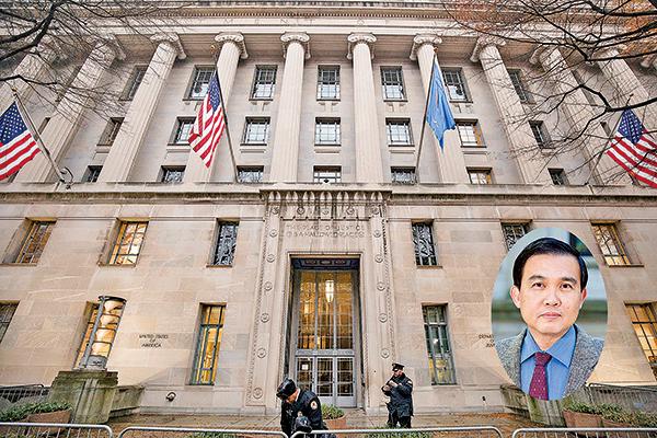 近來,美國司法部涉及千人計劃的許多案子,一些美國大學的教授和研究人員,隱藏了與中國相關的利益和研究。阿肯色大學的華裔教授洪思忠(小圖)是最新的一個例子。圖為美國司法部。(Getty Images)