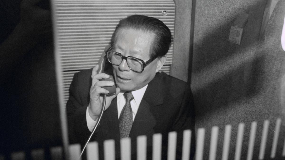 最有消息稱,習近平把江澤民軟禁在海南三亞,網上曾傳出江在海南有別墅。(PIERRE BOUSSEL/AFP/Getty Images)